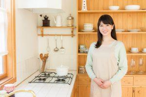 キッチンに立つスタッフ